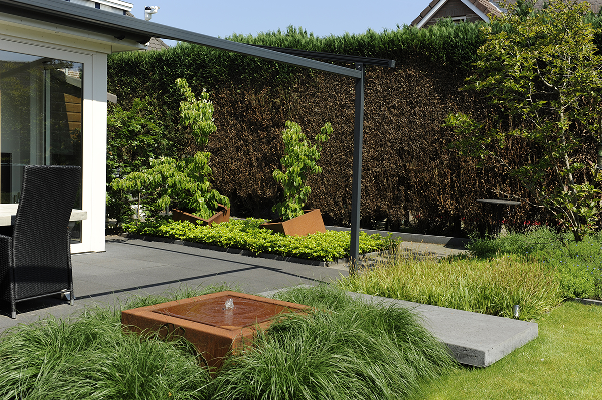 cortenstaal in de tuin een architectonisch tintje