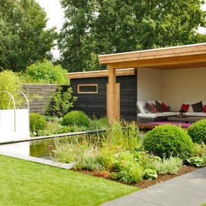 lounge tuin bloemrijke tuin