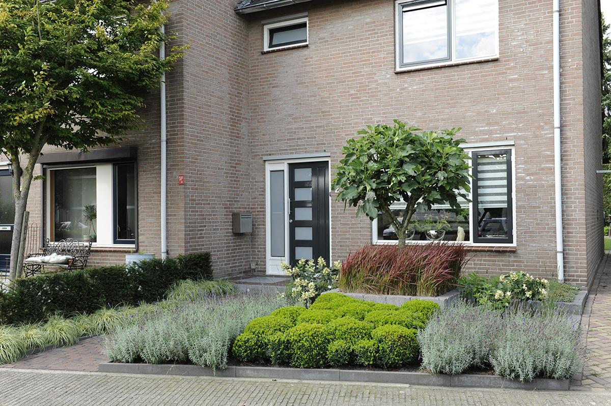 Voortuin bepalend voor het aangezicht van uw woning for Ontwerp voortuin met parkeerplaats